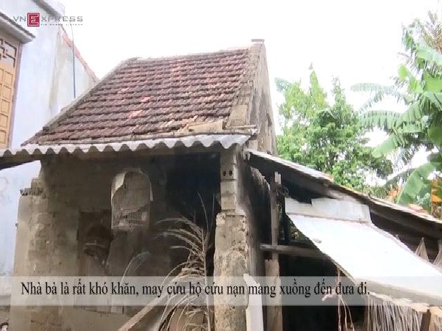 Người dân kể chuyện cán bộ thôn đến lấy tiền cứu trợ