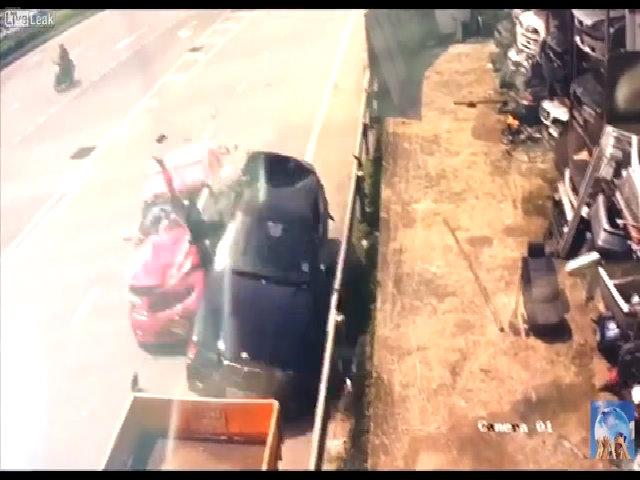 Đỗ xe bên đường - hiểm họa chết người tài xế cần tránh