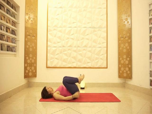 Động tác yoga thải khí độc ra khỏi cơ thể