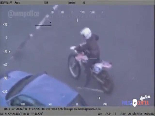 Bị trực thăng truy đuổi, biker chạy trốn như game hành động