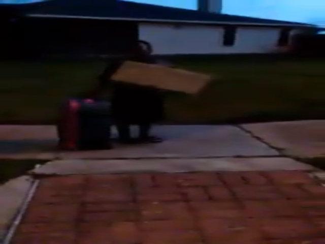 Bé trai Mỹ bị mẹ đuổi khỏi nhà sau khi bầu cho Trump