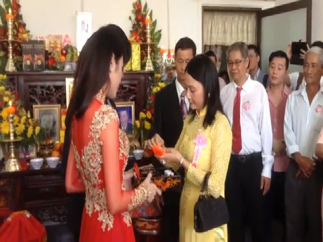 Công Vinh mua rau, tự tay vào bếp nấu canh cho đội tuyển Việt Nam