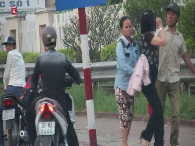 Dàn cảnh móc túi ở Bệnh viện Bạch Mai