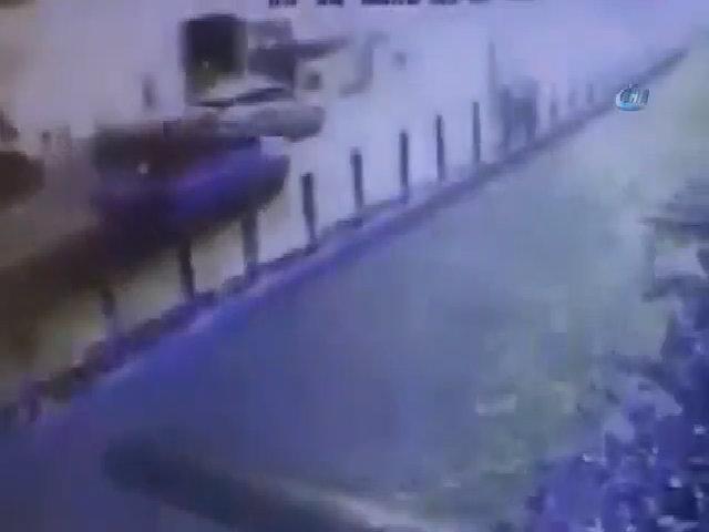 Đánh bom kép gần sân vận động Thổ Nhĩ Kỳ, 15 người thiệt mạng