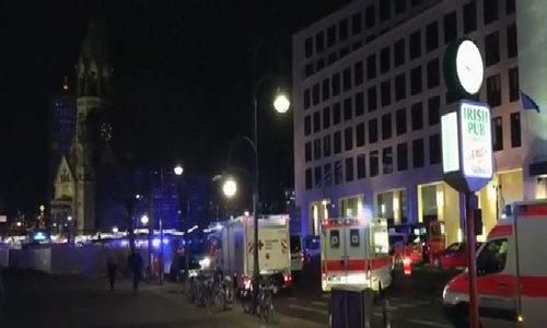 Xe tải lao vào chợ Giáng sinh Đức, 9 người chết