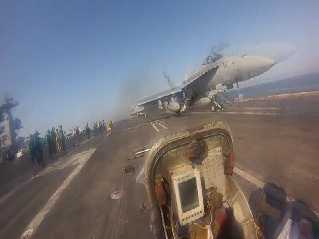 Môi trường làm việc nguy hiểm nhất thế giới trên tàu sân bay Mỹ