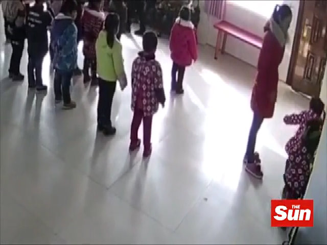 Cô giáo Trung Quốc tát trẻ mầm non vì không thuộc bài múa
