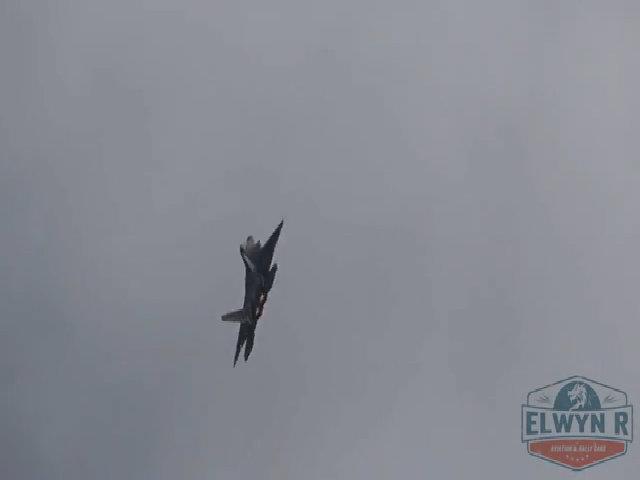 Điểm yếu khiến F-22 thất thế trước Su-35