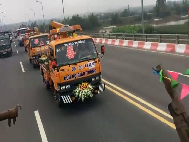 Hơn 20 xe cứu hộ giao thông tham gia rước dâu ở Vĩnh Phúc