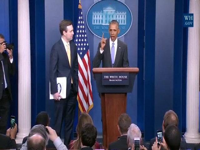 Obama bất ngờ xuất hiện, cảm ơn người phát ngôn Nhà Trắng