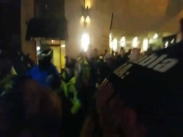 Cảnh sát đụng độ người biểu tình phản đối Trump ở Washington