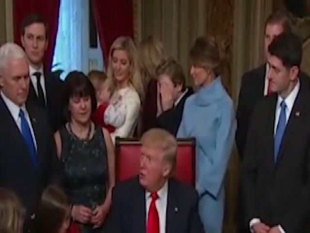 Con gái Clinton bảo vệ con út Trump, chỉ trích tân tổng thống
