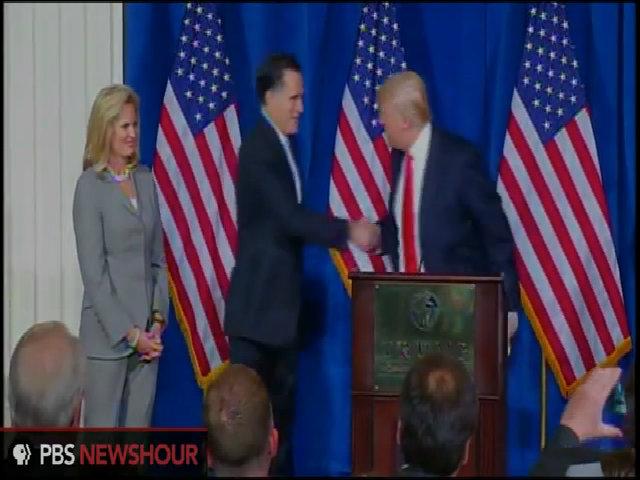 Donald Trump giật tay Mitt Romney