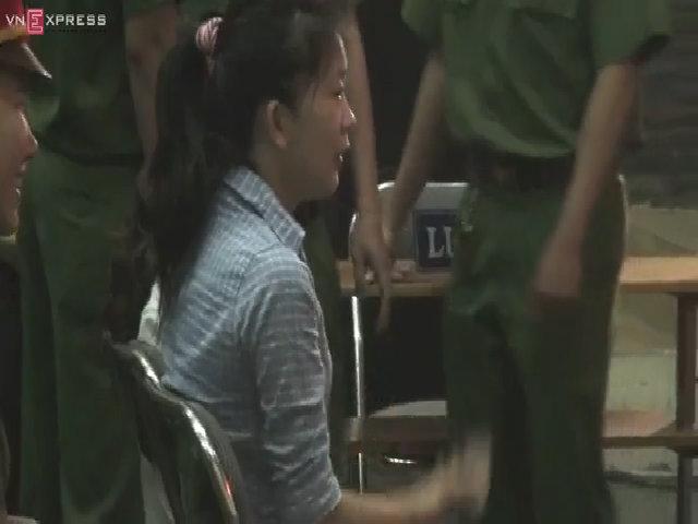 Hai bảo mẫu ở Sài Gòn hành hạ trẻ