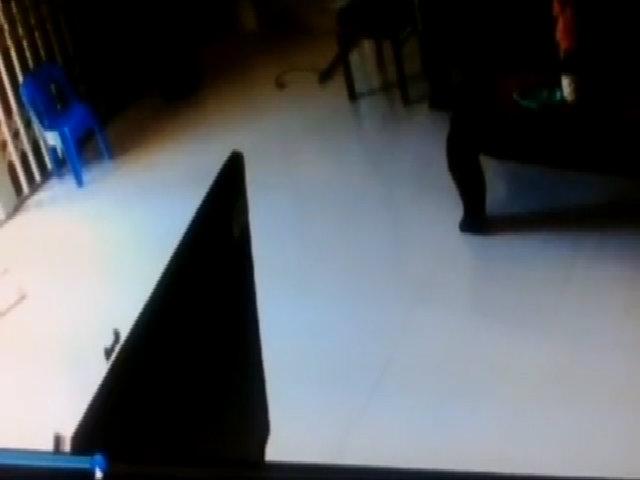 Tôi không biết con mình bị ra hành lang đứng dù lớp có camera