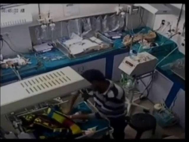 Bé sơ sinh Ấn Độ bị nhân viên bệnh viện kéo gãy chân