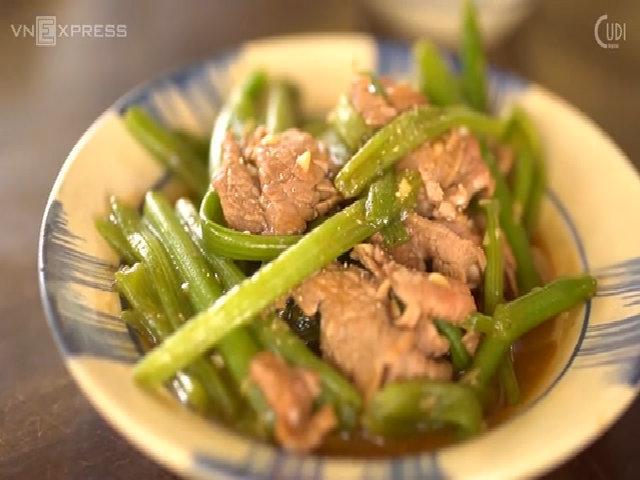 Bữa tối ngon miệng với ngọn bí xào thịt bò (done)