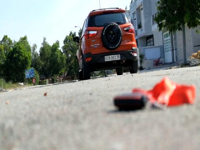 Chuyện gì xảy ra nếu ném chìa khóa ra ngoài khi ôtô đang chạy?