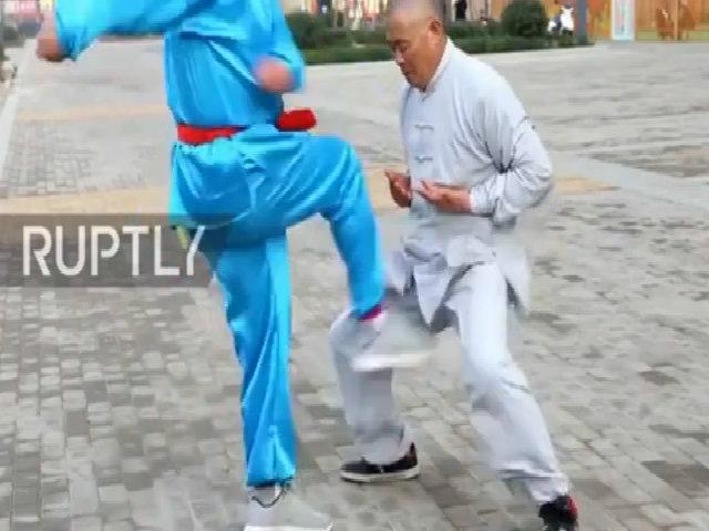 Võ sư Trung Quốc biểu diễn tuyệt kỹ 'Thiết Đang Công'