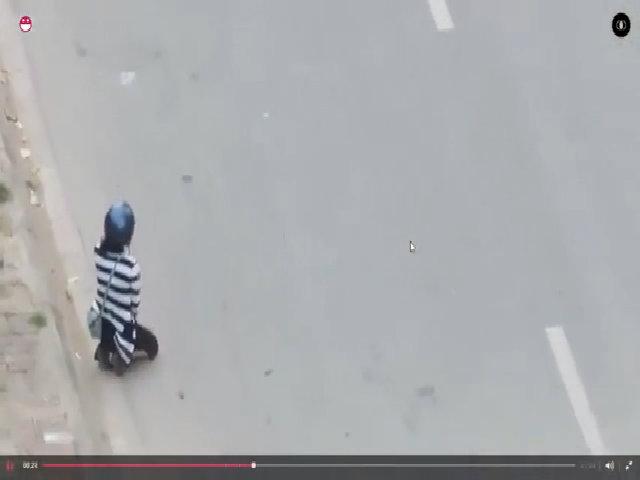 Chàng trai bắt cô gái quỳ xin lỗi trên cao tốc Hà Nội