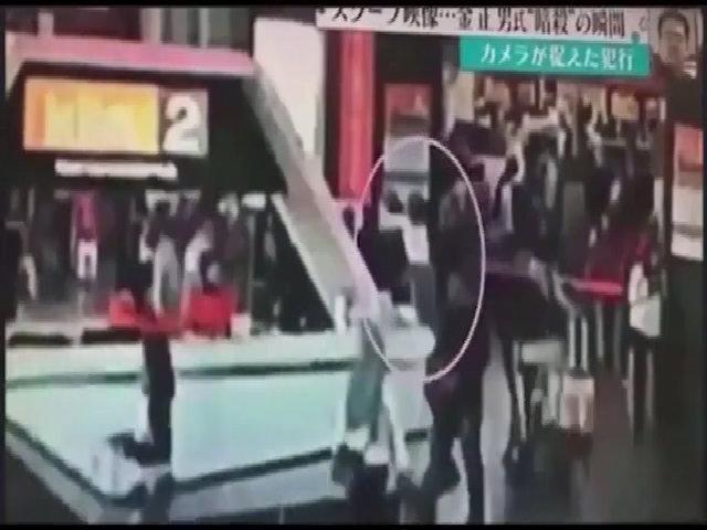 Khoảnh khắc người đàn ông nghi là Kim Jong-nam bị sát hại