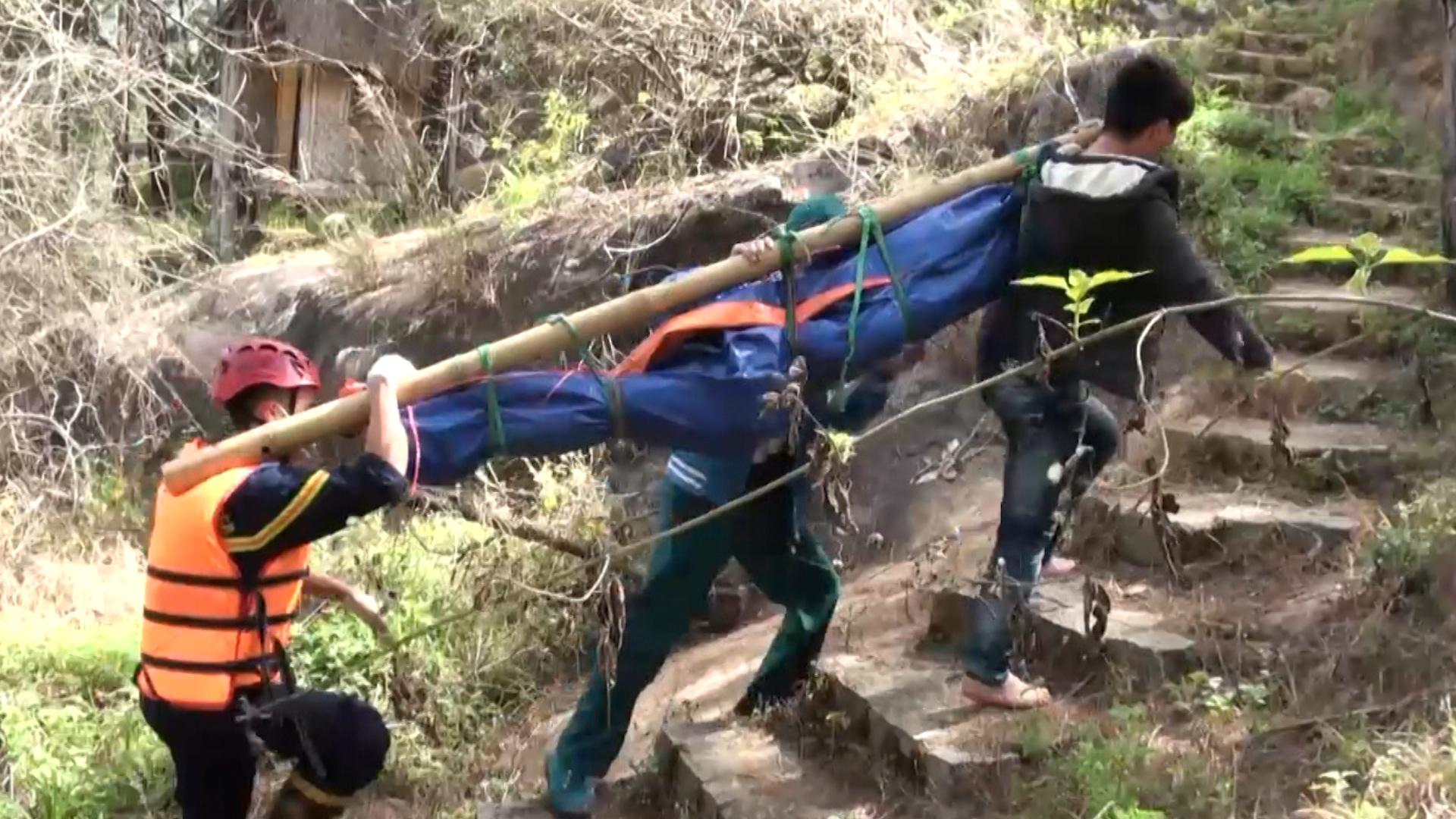 Trục vớt hai người tử nạn khi vượt thác ở Đà Lạt
