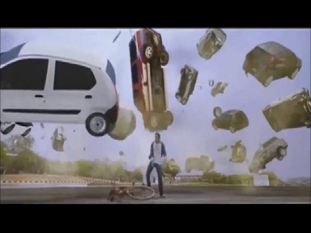 Nhảy múa dưới gầm xe hơi ngay khi vừa thoát chết