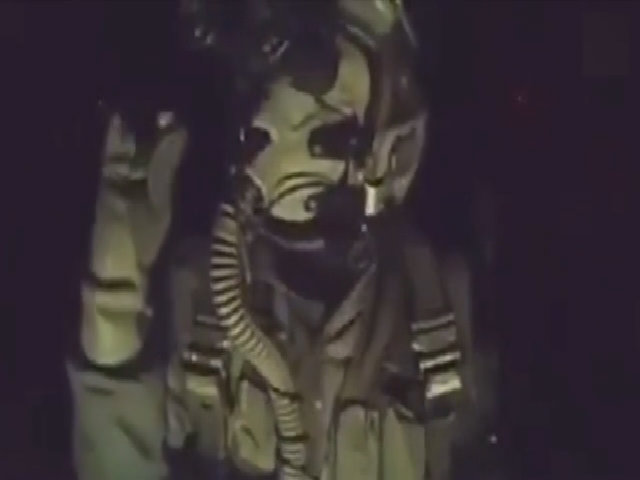 Phi công Thổ Nhĩ Kỳ biểu diễn động tác 'rắc muối' khi ném bom IS