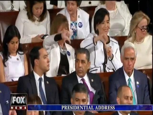Người Dân chủ chế giễu Trump tại quốc hội
