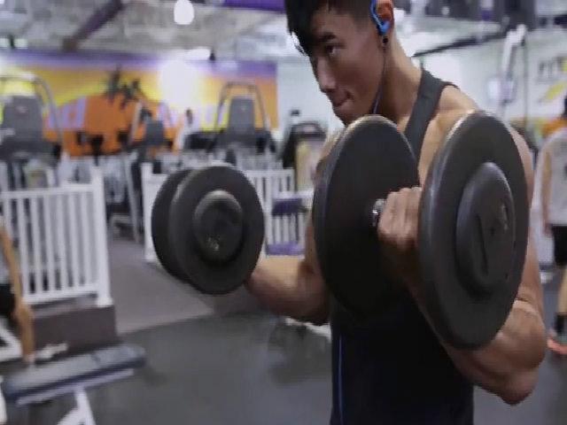 Chàng trai gốc Việt 6 múi