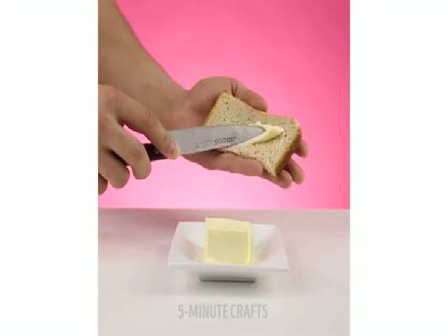 Cắt tảng bơ đang cứng
