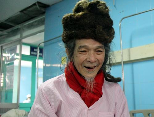 Cụ ông Quảng Bình 32 năm đội 'mũ tóc' không cắt