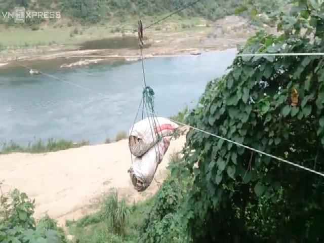 Sắn đi cáp treo ở miền tây Quảng Trị