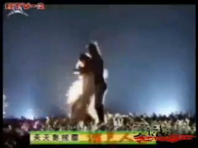 Dương Quá và Tiểu Long Nữ cởi đồ múa tango