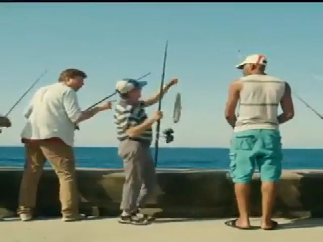 Chàng trai gây choáng váng với dáng câu cá khó đỡ