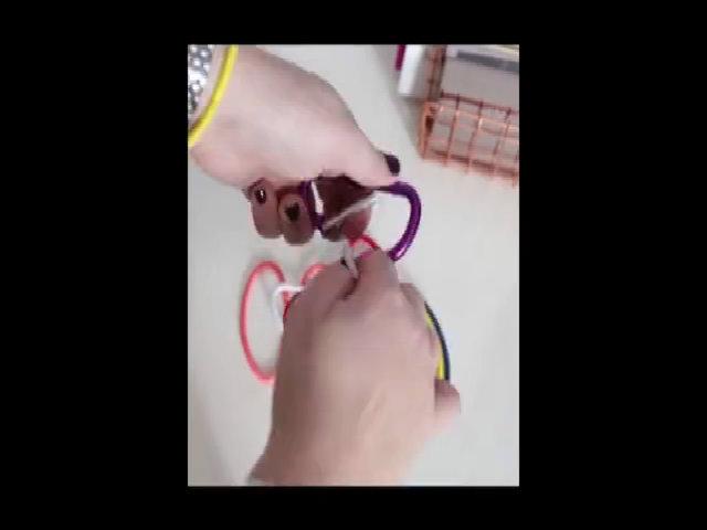 Tất cả dây buộc tóc cho vào một cái móc treo