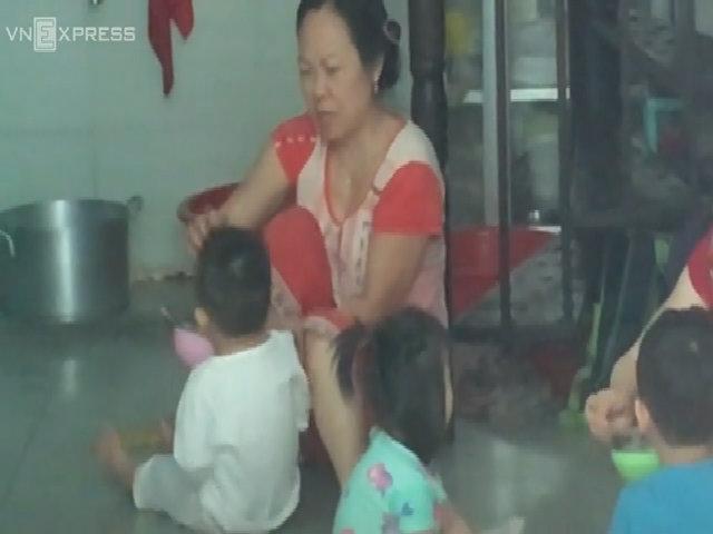 Nhiều bé bị 'tra tấn' trong bữa ăn trong điểm giữ trẻ ở Sài Gòn