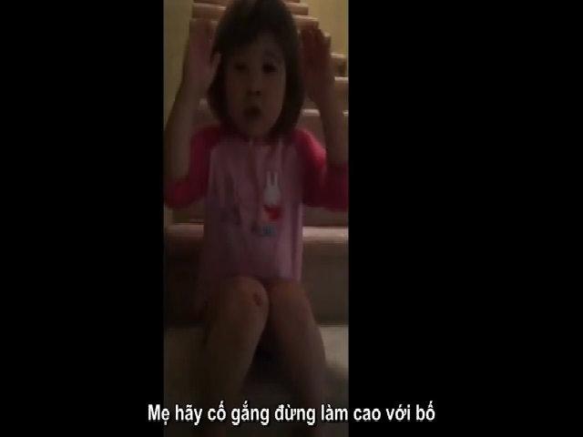 Cô bé giảng giải khi bố mẹ giận nhau
