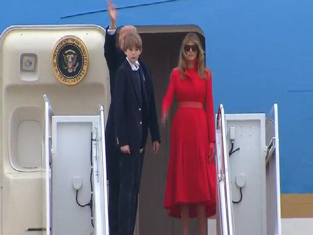 Quý tử nhà Trump lần đầu xuất hiện ở Nhà Trắng cùng bố mẹ sau lễ nhậm chức
