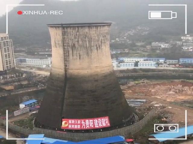 Tòa tháp 85 m gãy gập như hộp giấy do thuốc nổ
