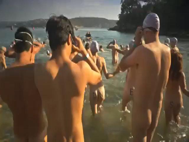Hơn nghìn người Australia khỏa thân tắm biển tập thể