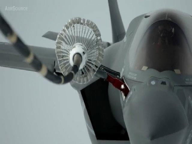 Siêu tiêm kích F-35B lần đầu tiếp dầu trên không ở Nhật