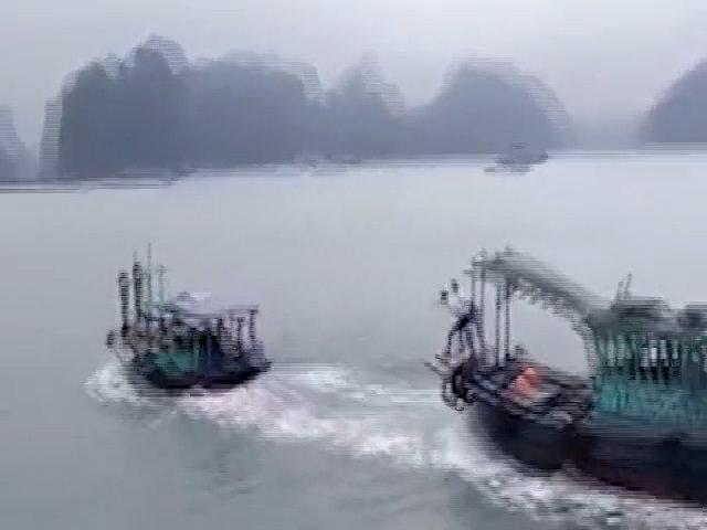 Hai tàu rượt đuổi trên vịnh Hạ Long