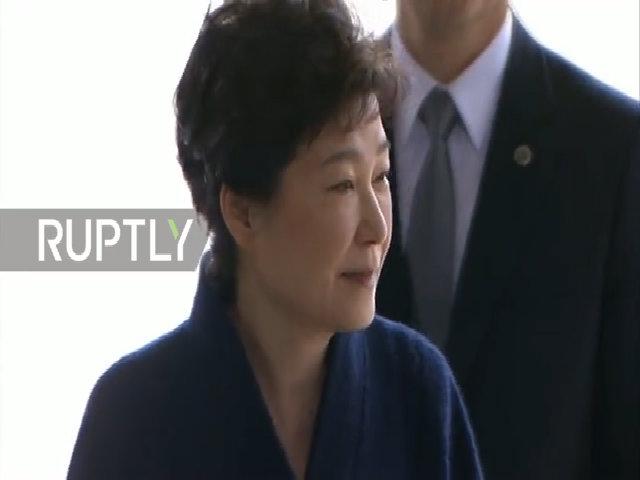 Bà Park Geun-hye xin lỗi người dân trước khi bị thẩm vấn