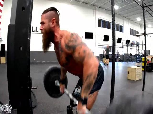 Cựu chiến binh tàn phế trở thành biểu tượng cảm hứng tập gym