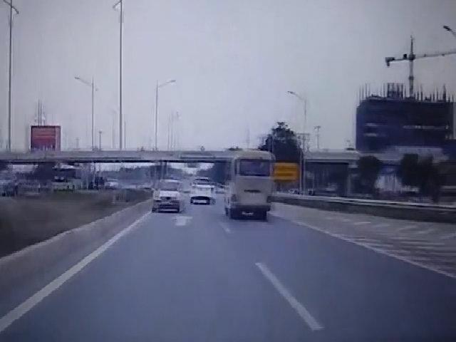 Ôtô chạy ngược chiều trên cao tốc Hà Nội - Bắc Ninh