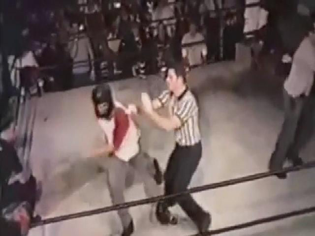 Trọng tài tức giận hạ đo ván võ sĩ ngay trên sàn đấu