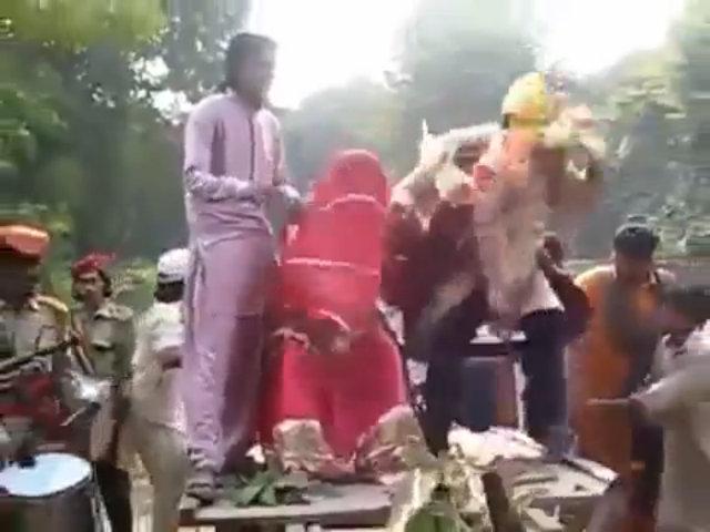 Chú rể bỏ chạy té khói vì rước nhầm cô dâu