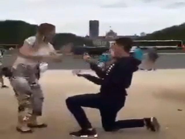Chàng trai ngỡ ngàng vì bị bạn gái gài bẫy