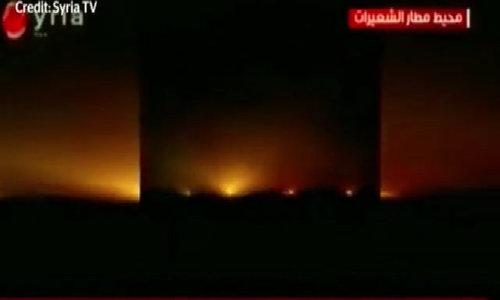 Khoảnh khắc căn cứ Syria trúng lên lửa Mỹ